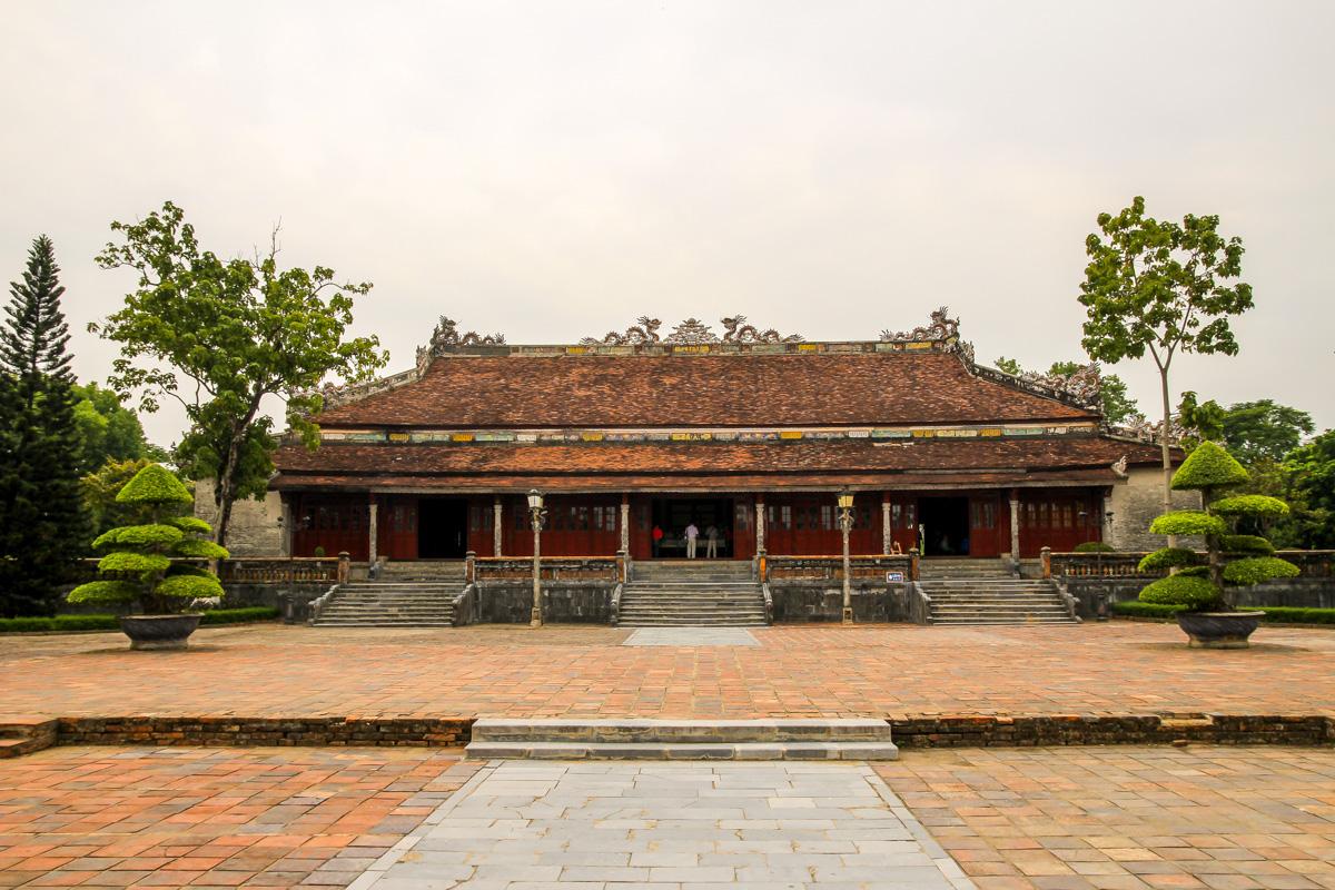 El patio de entrada a la ciudadela, Hue