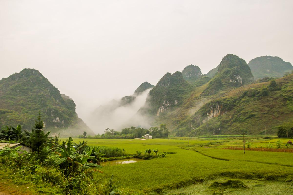 La niebla va desapareciendo de los montes - Loop QL34 road