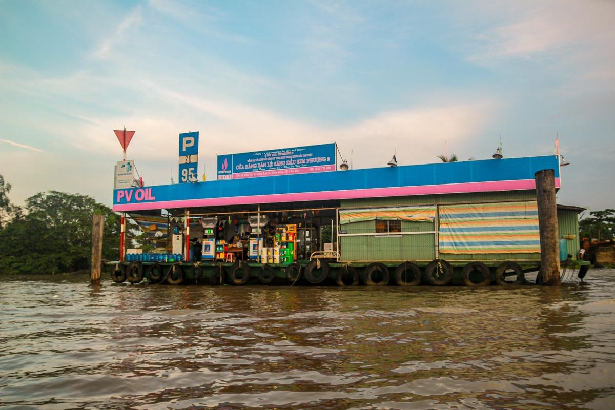 Gasolineras del río