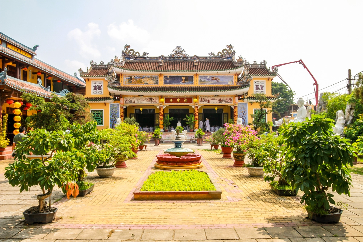 Ceremonia en un templo, Hoi An