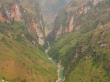 Riachuelo en el fondo del valle, entre montes, Loop QL34 road