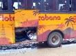 Bolivianos en los maleteros del bus