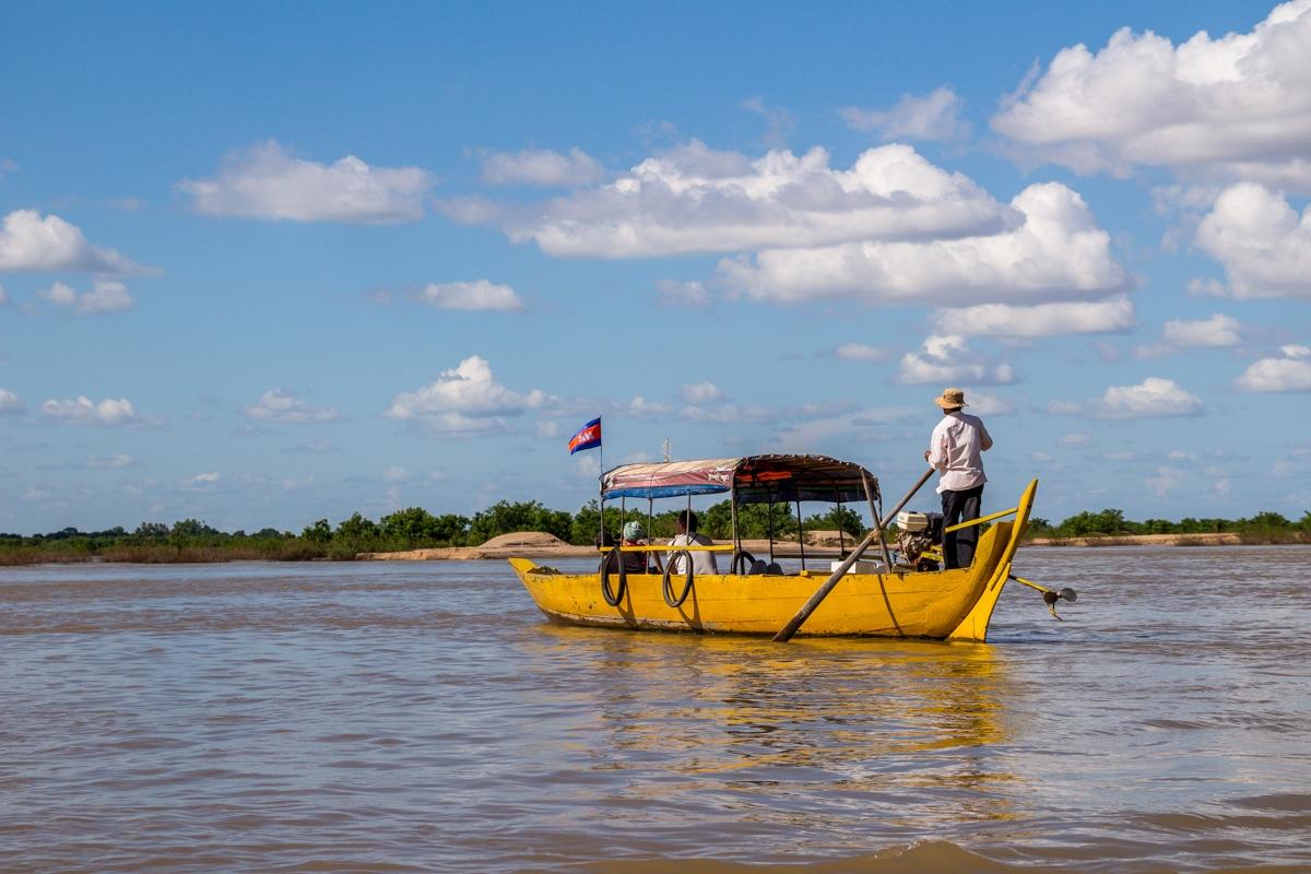 Barcas buscadelfines en el Mekong, Kratie