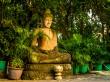 Buda dentro de un jardín del Palacio Real, Phnom Penh