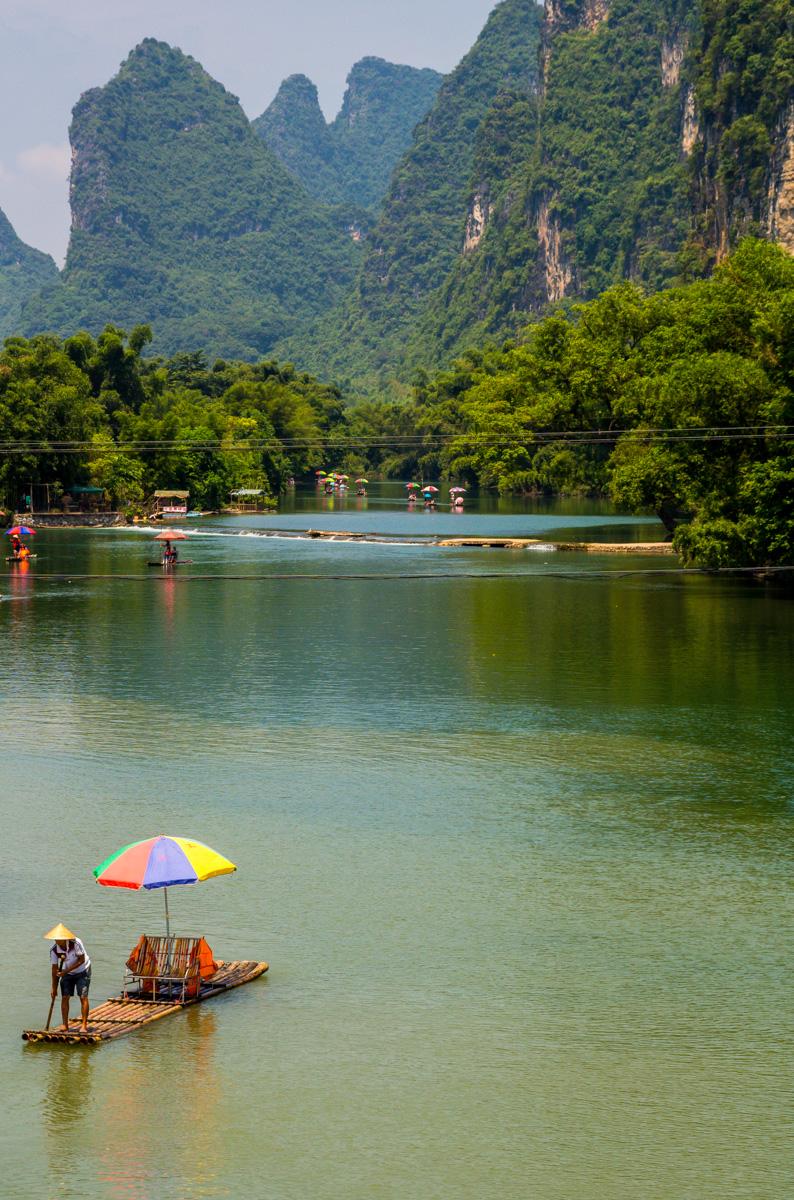 Trabajando en el río Yulong
