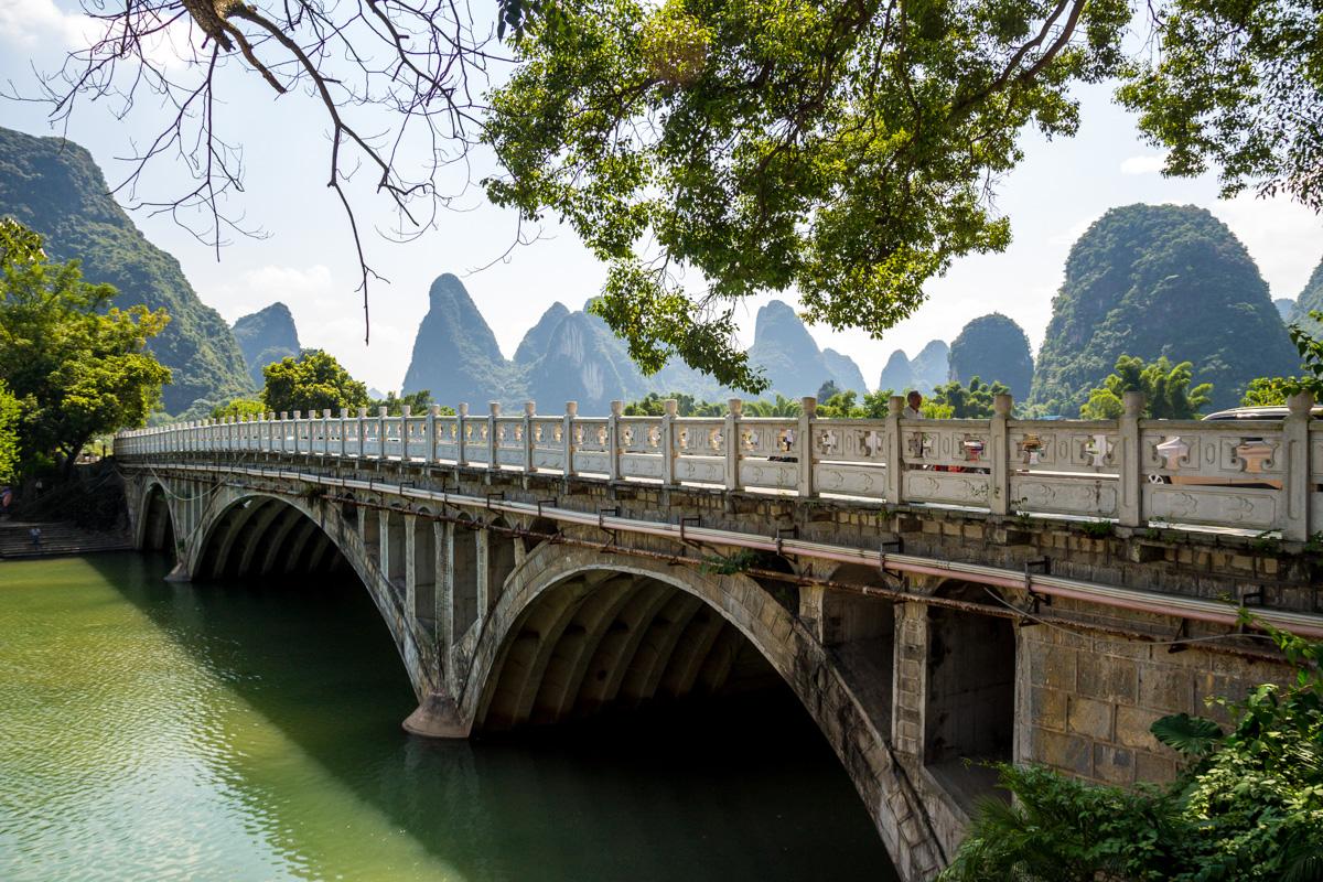 Puente sobre el Yulong