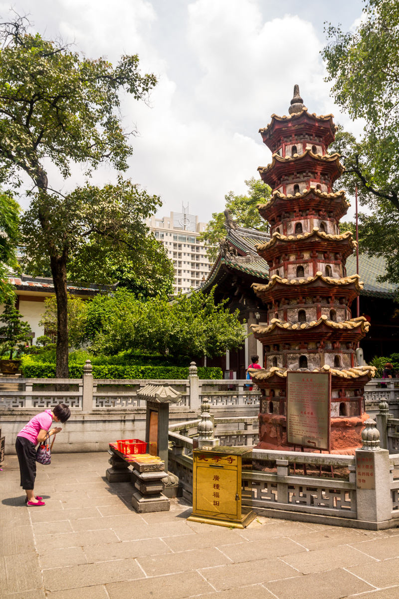 Orando a la pagoda, Guangzhou