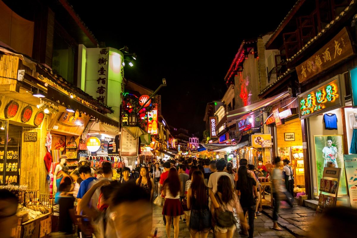 West Street, la calle más comercial de Yangshuo