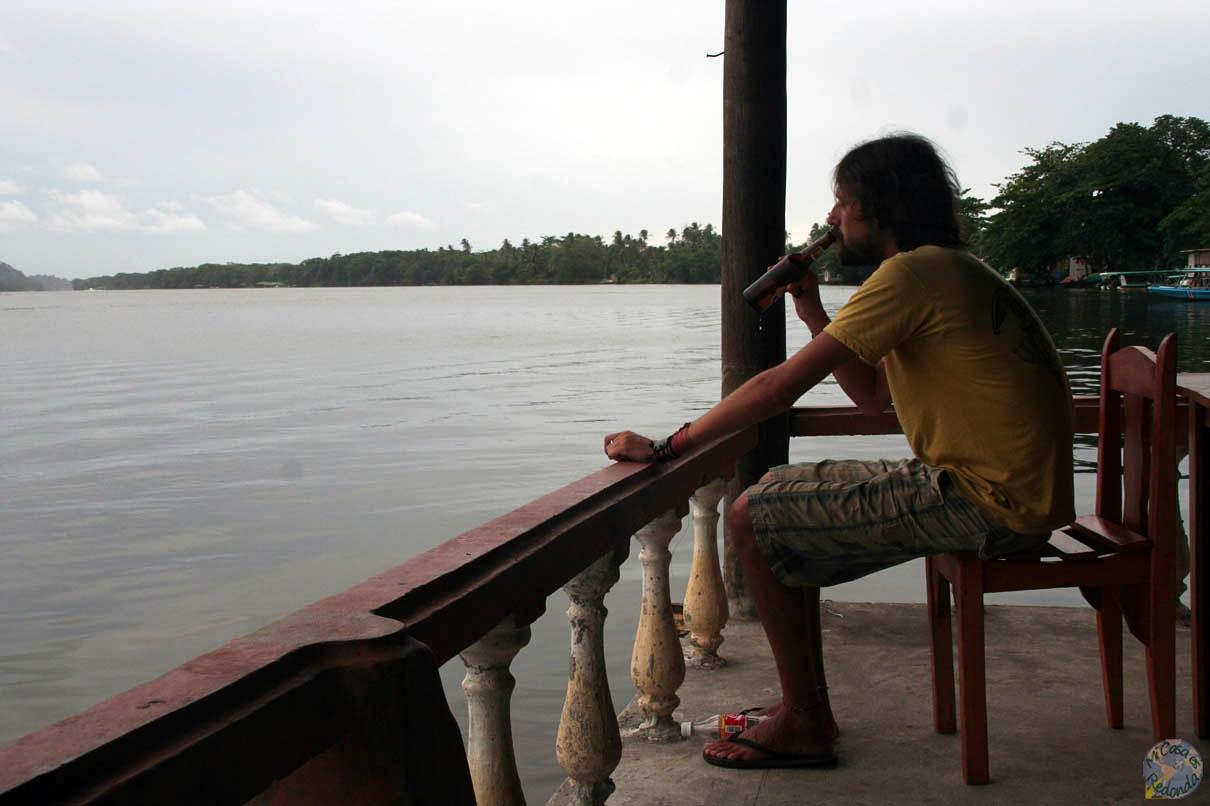 Pescando en Tortuguero