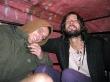 Con Sven en la parte de atrás de un coche que nos llevó
