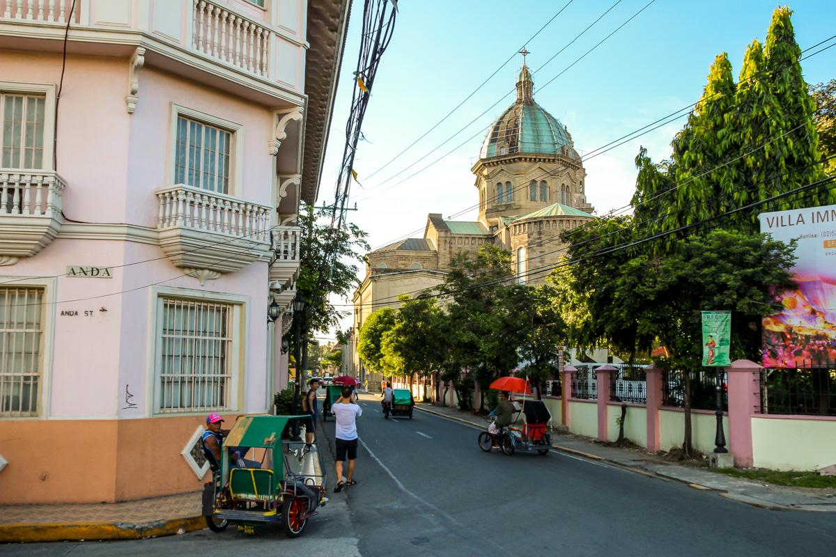 Calles y catedral de Manila