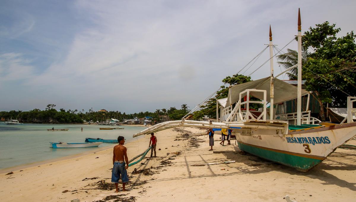 Arreglando desperfectos, Malapascua