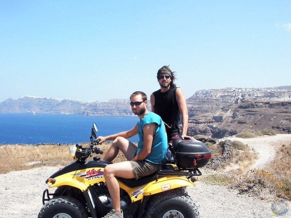 Nuestro quad por Santorini