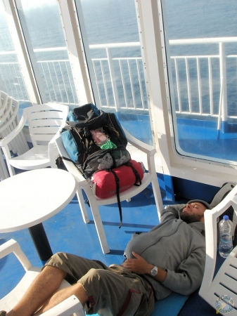 Nuestra cama en el ferry nocturno, rumbo ya a Bari (Italia) desde Corfú