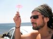 Esquivando el sol con una buena sombrilla, Santorini