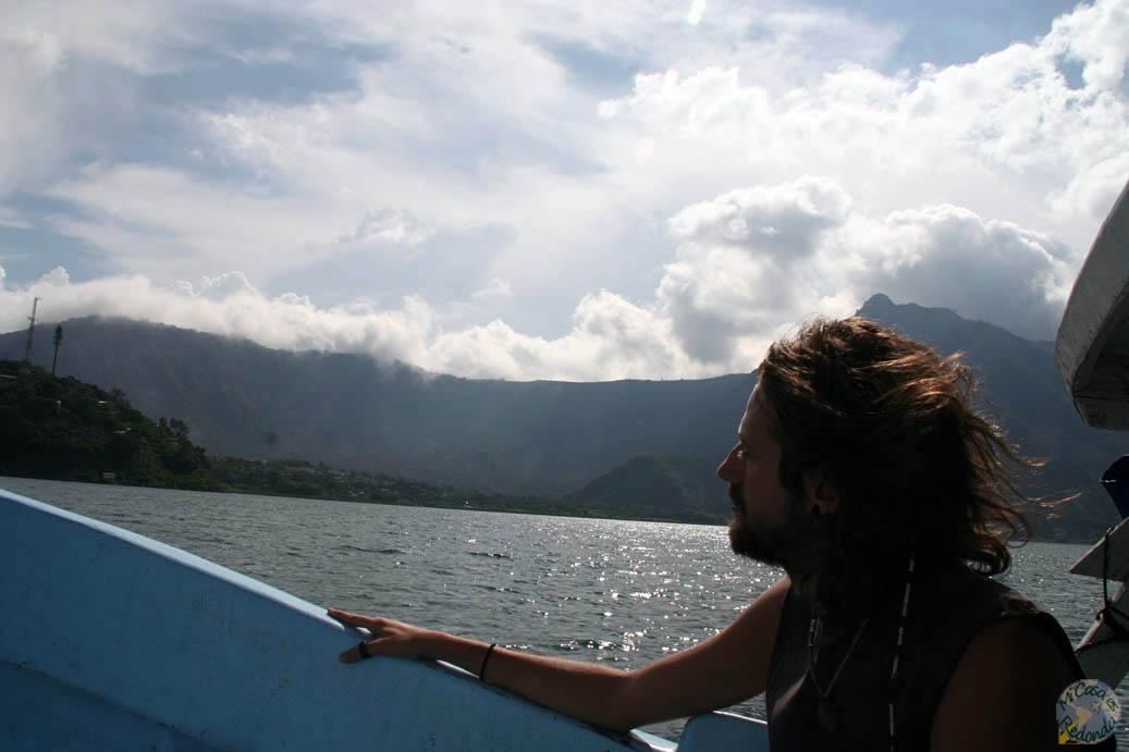 Atravesando el lago