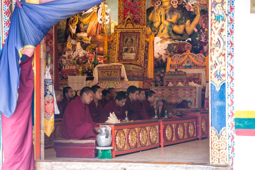 Monjes en el monasterio