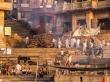 Crematorio principal de Varanasi. Prohibido sacar fotos de las piras y los difuntos