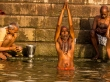 Hora del rezo y del baño en el Ganges