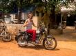 Soy feliz con mi Royal Enfield, en Goa
