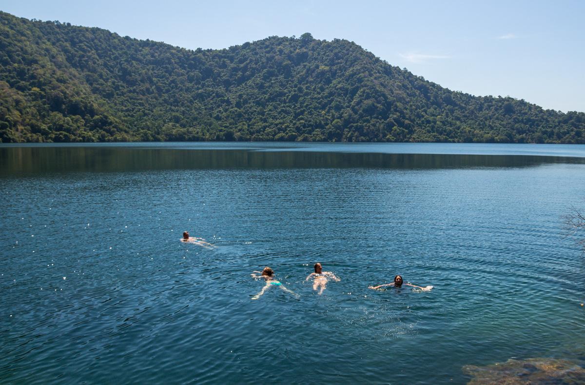 Satonda Island. Un islote con un lago salado interior