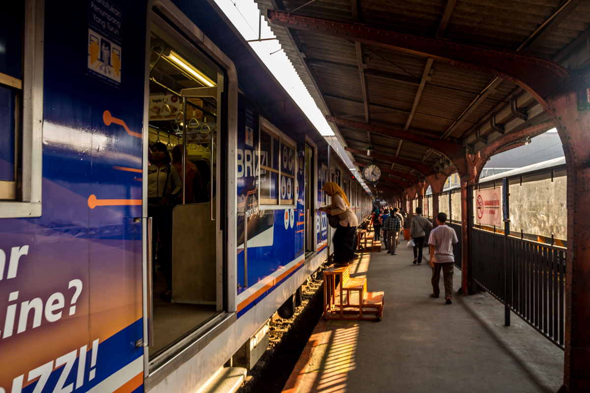 Trenes 100% accesibles para minusválidos, Yakarta