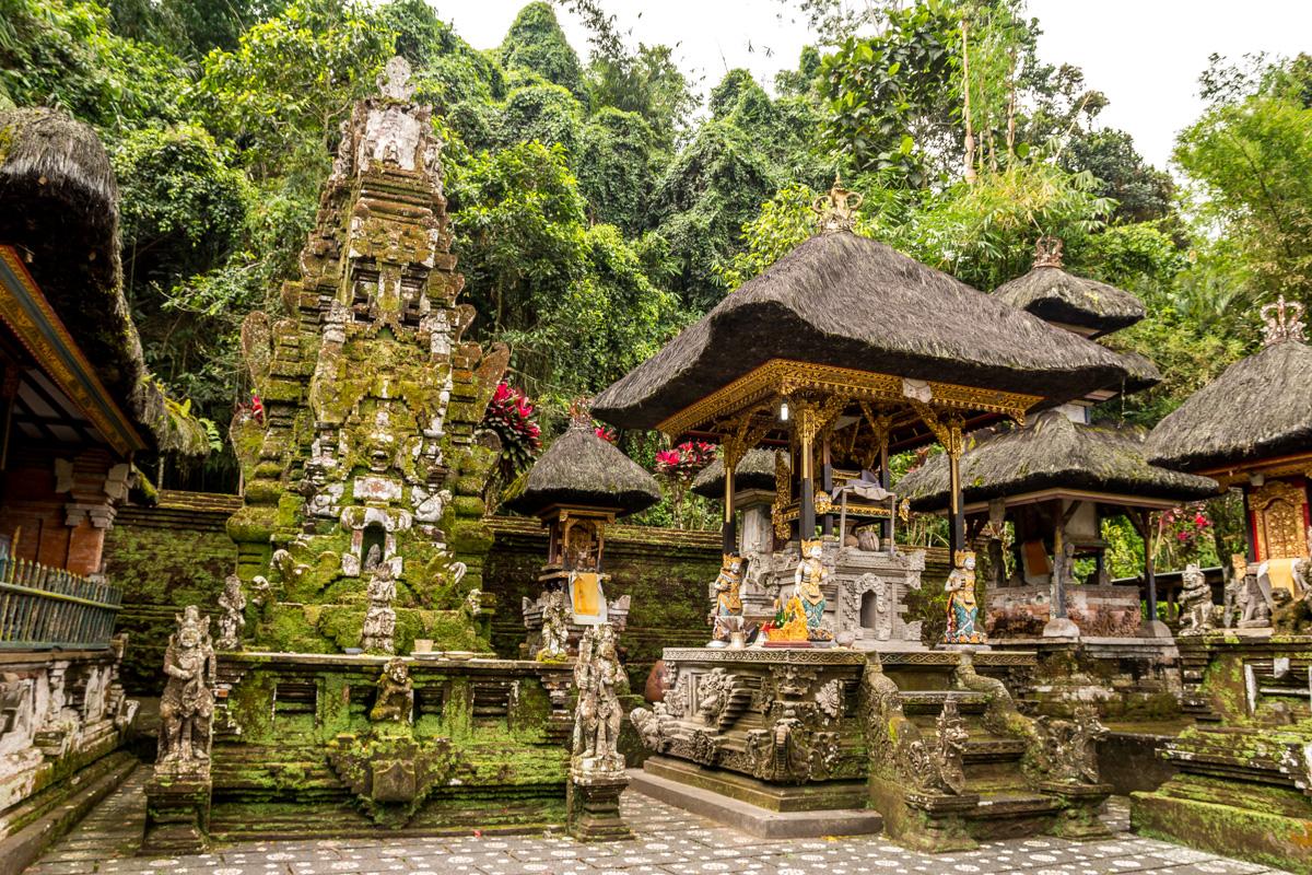 Templos balineses cerca de Ubud