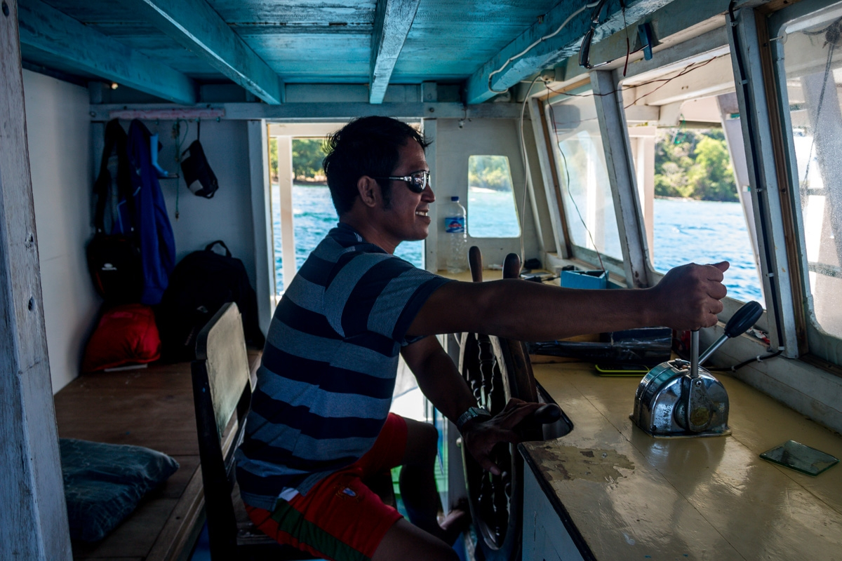 Eeeees nuestro conduuctor! Entre Lombok y Flores