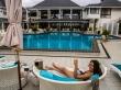 A cambio de una birra podemos usar la piscina, islas Cook