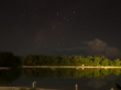 Foto nocturna del Motu, islas Cook