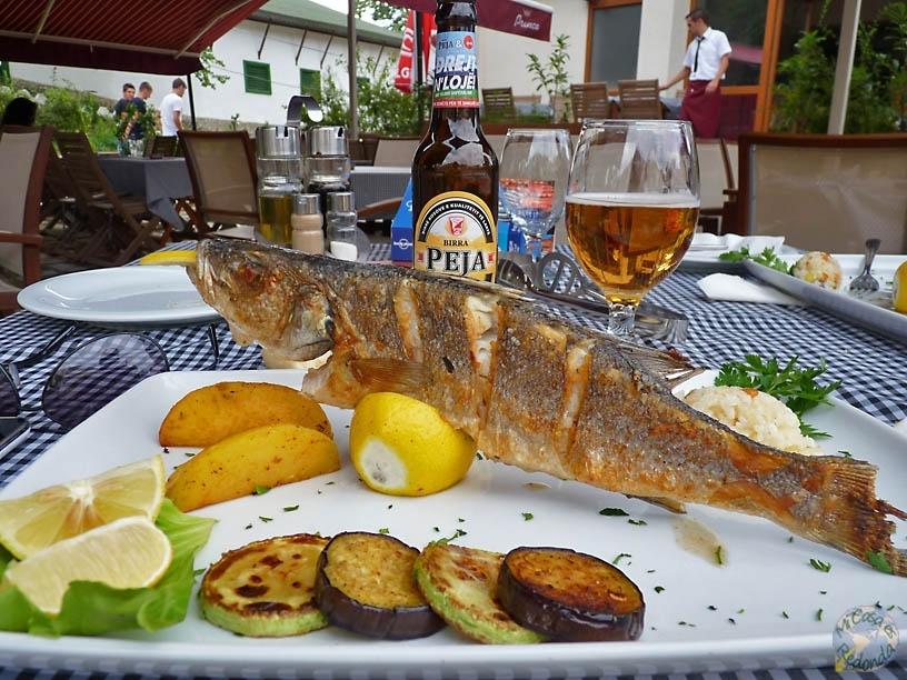 Alimentándonos como es debido, lubina en Prizren
