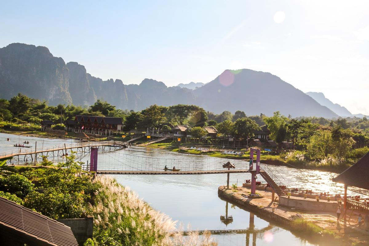 Vang Vieng y sus puentes (algunos algo rotos)