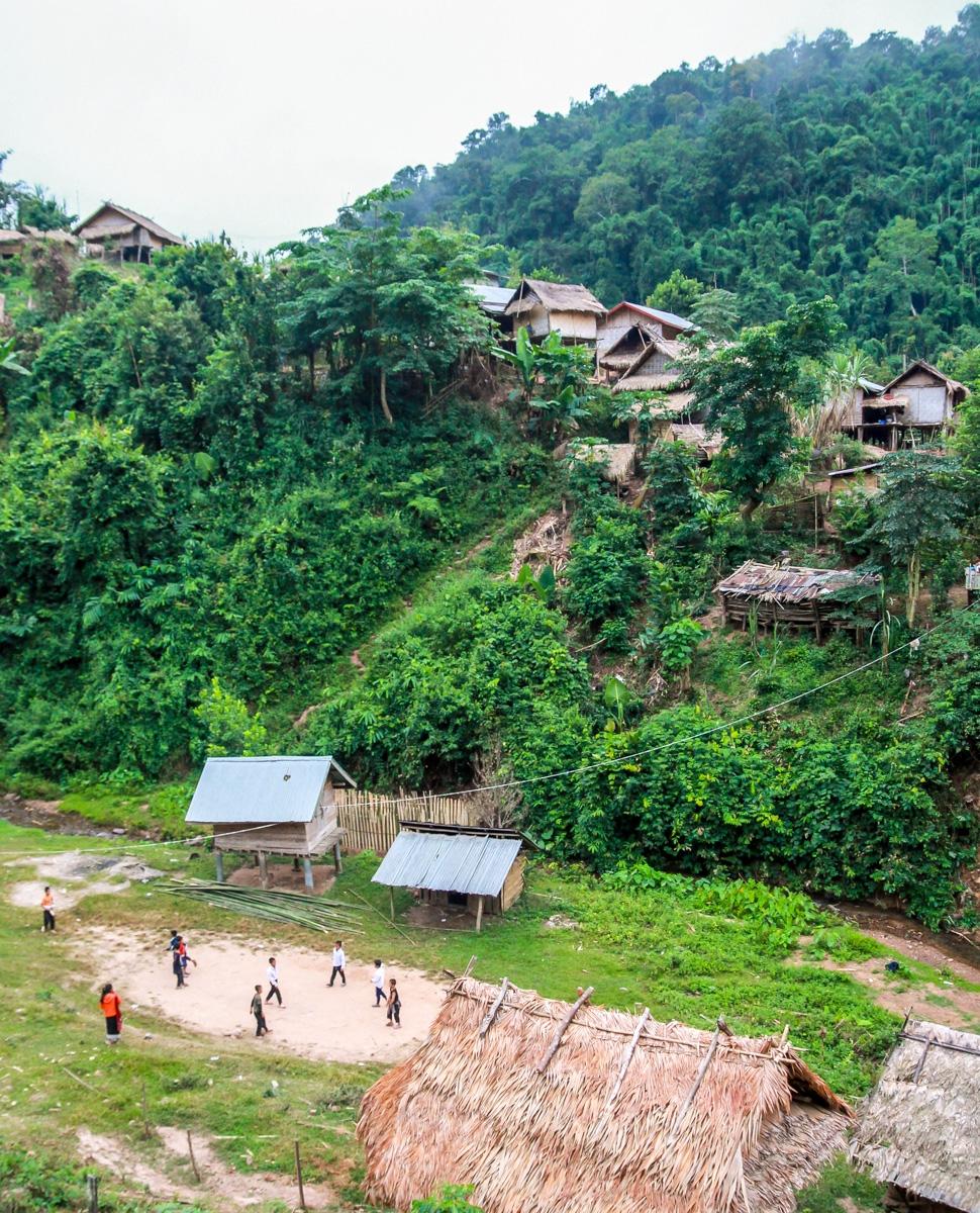 Poblado junto al río Nam Tha