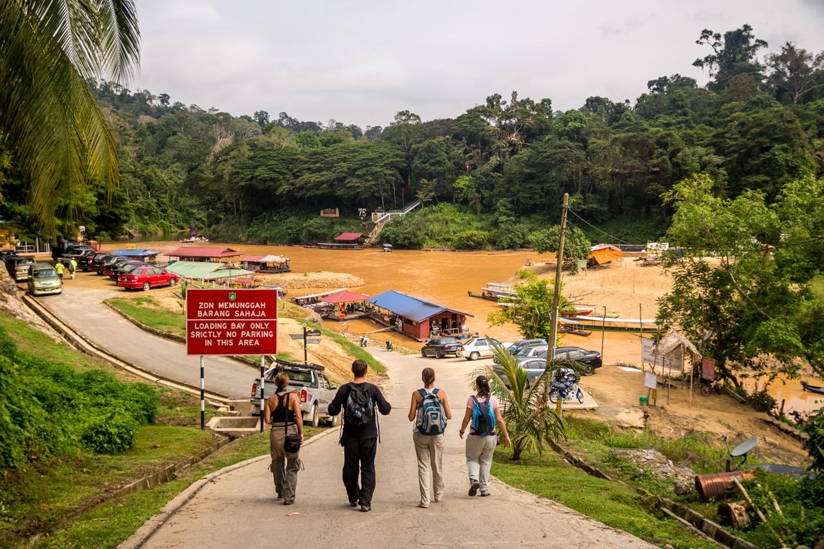 Llegando al embarcadero para visitar Taman Negara