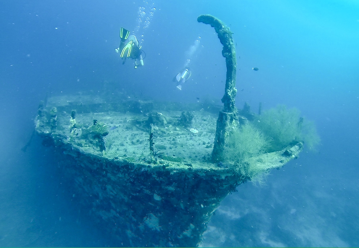 Buceo en pecio (wreck). Guraidhoo, Maldivas