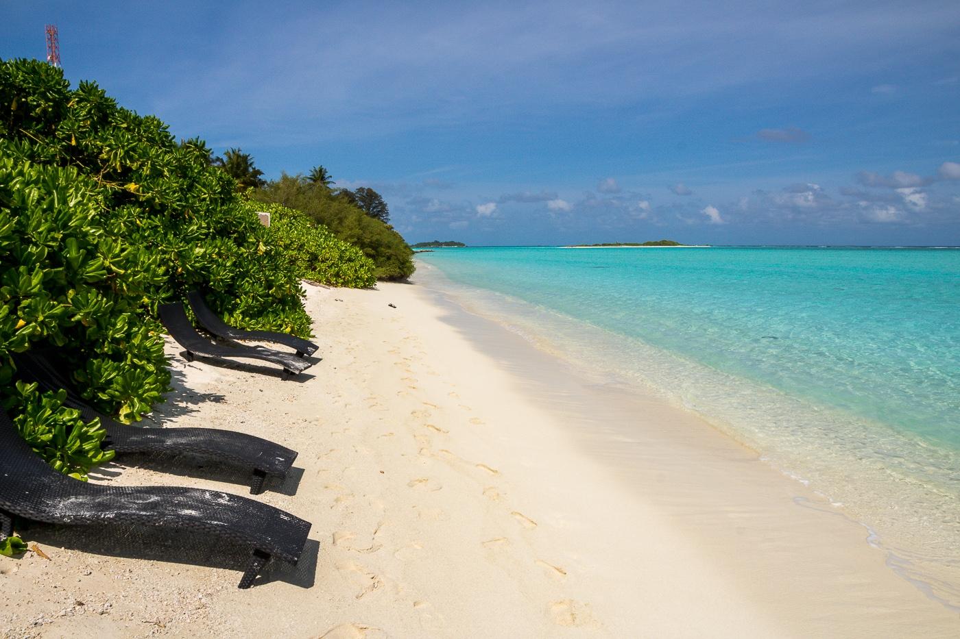 Cada alojamiento tiene varias tumbonas en la bikini beach, Mathiveri