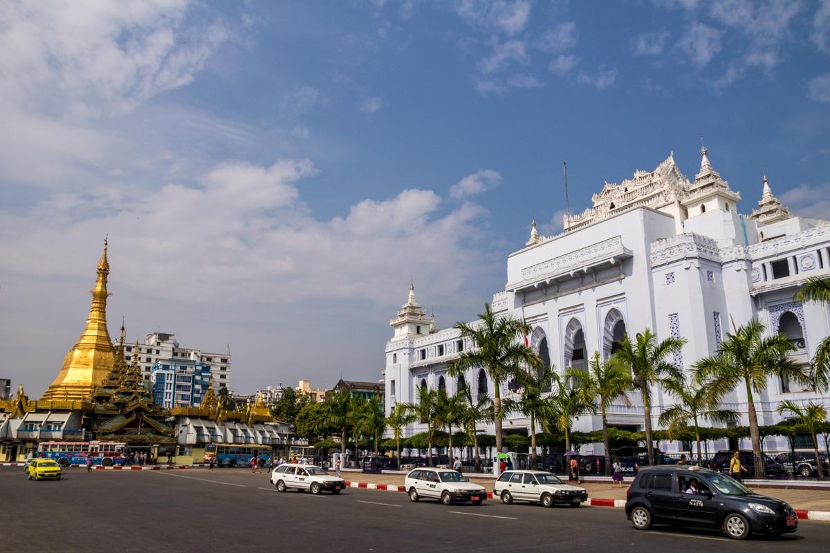 Sule Paya Stupa y ayuntamiento de Yangon