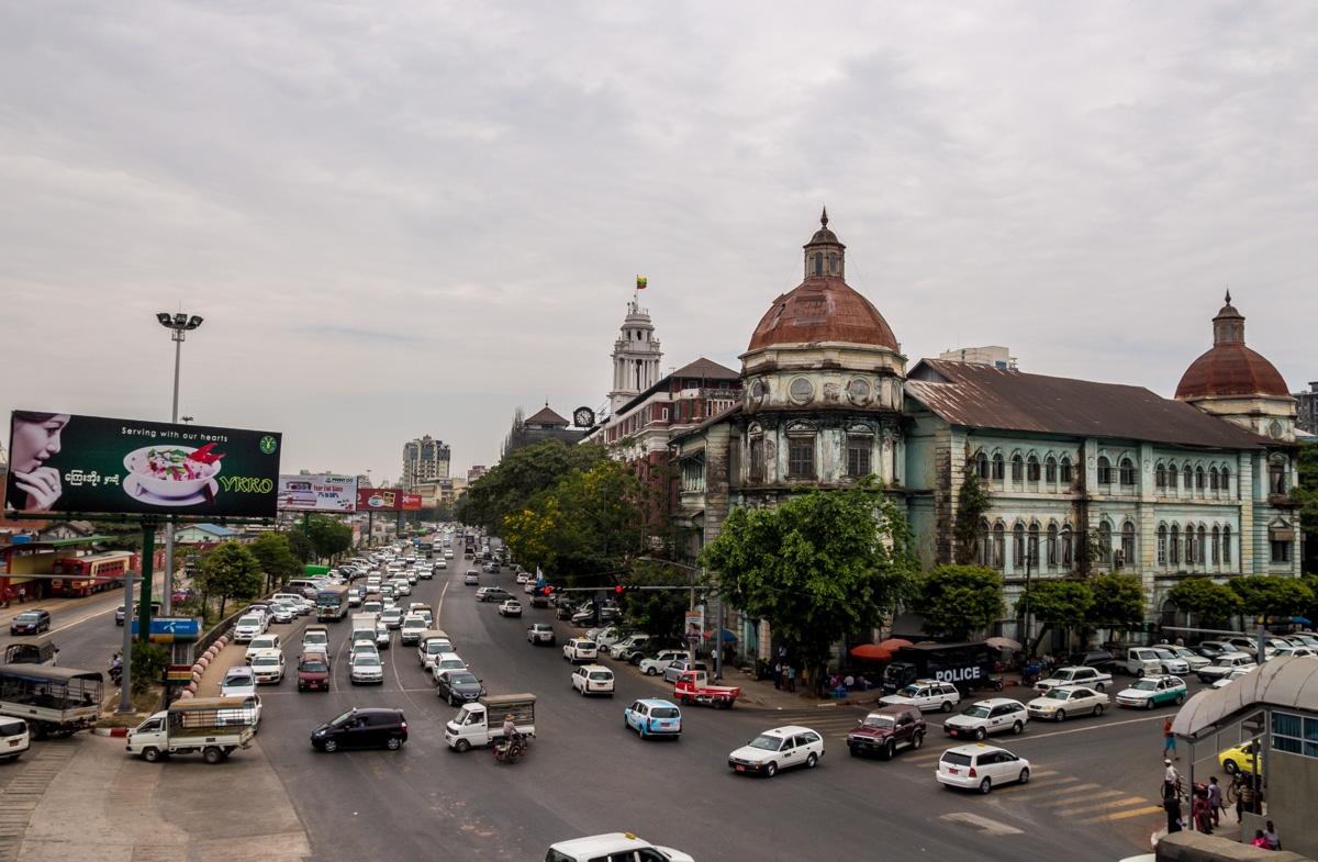 La avenida junto al río, Yangon