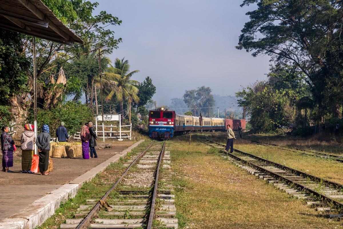 Que viene el tren! Hsipaw
