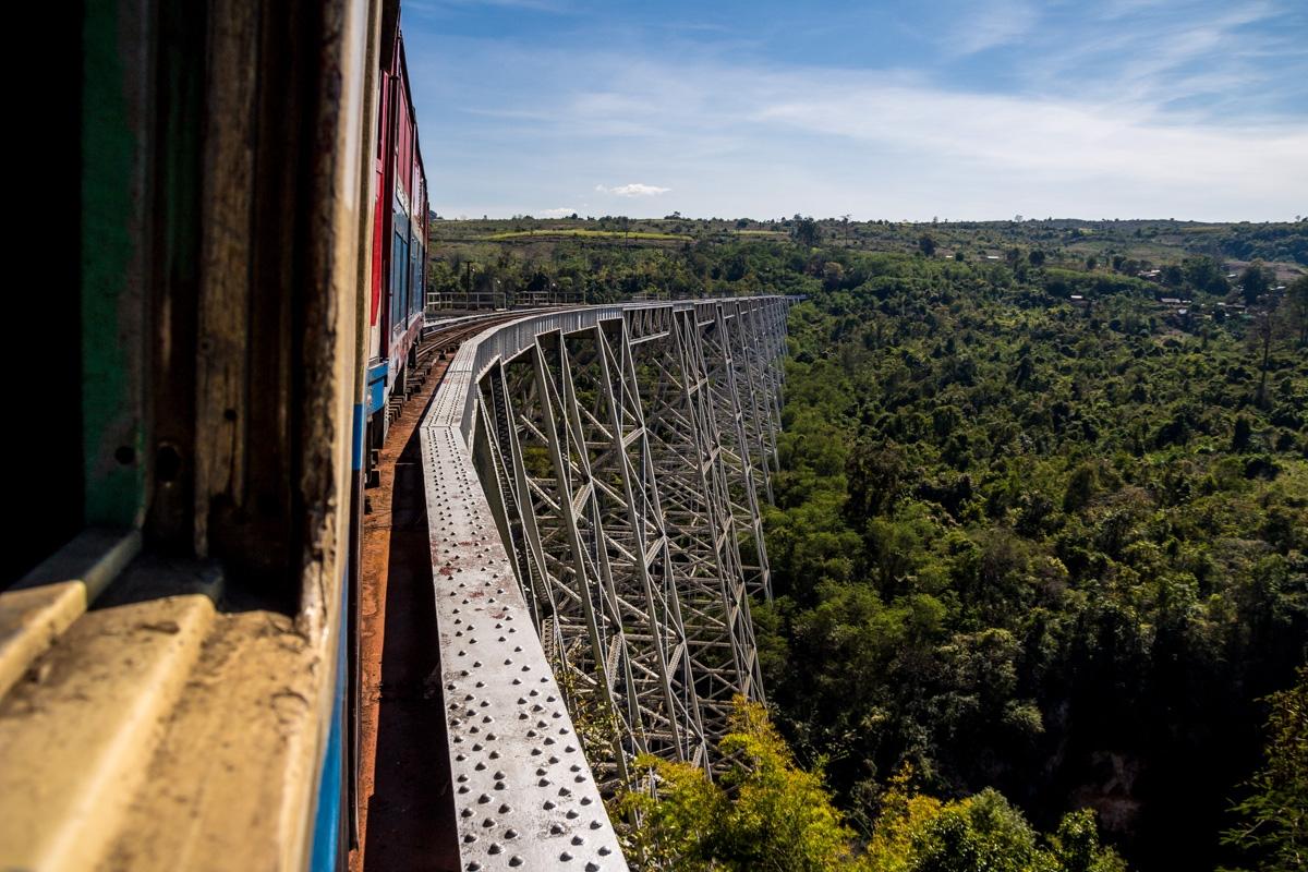 Llegando al puente sobre la garganta de Gokteik, Tren de Hsipaw a Mandalay
