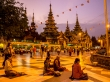 Rezando en cualquier rincón, Shwedagon Paya, Yangon