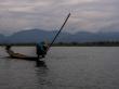 Aporreando el agua, Lago Inle