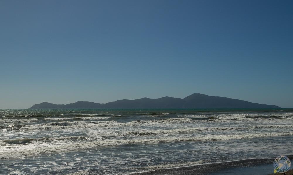 Isla Kapiti desde el Queen Elisabeth Park, Paekakariki, costa Kapiti
