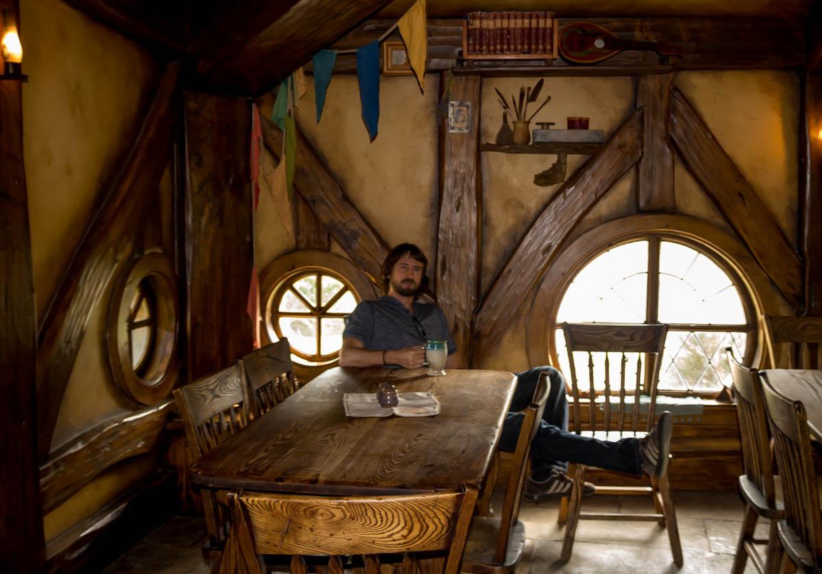 Degustando una buena cerveza Hobbit. Hobbiton, La Comarca