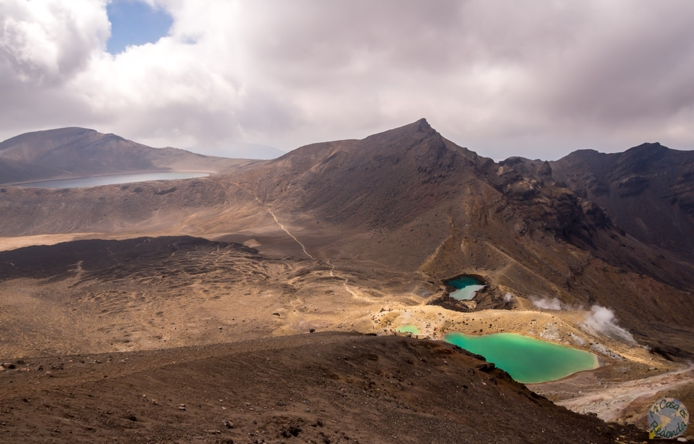 Emerald Lakes y Blue Lake al fondo, comienza el descenso , Tongariro Alpine Crossing