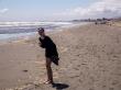 Sorprendida de encontrar pequeñas medusas azules en la arena. Waikanae Beach