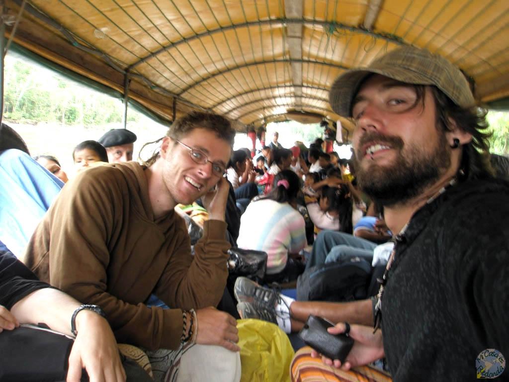 En esta canoa grande con motor estuvimos 15 horas, desde las 5:00 hasta las 20:00, para llegar de Rocafuerte a Coca