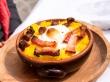 Polenta con queso, huevo y algo de bacon