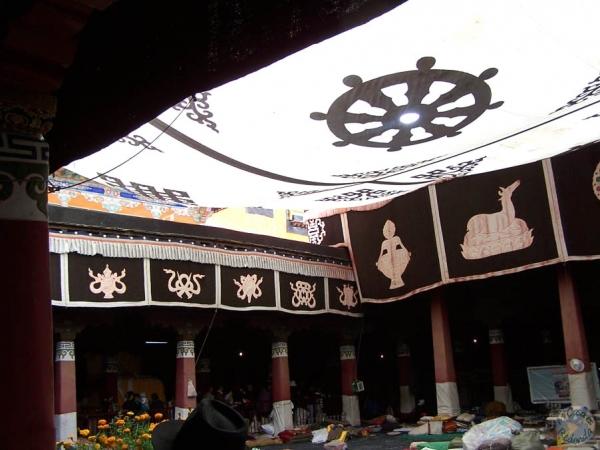 Interior del templo de Jokhang, Lhasa