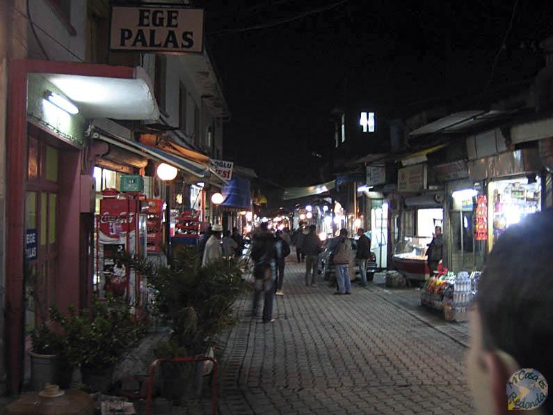 El centro de Izmir por la noche